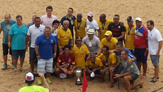 Craques do beach soccer e do campo se reuniram no ES